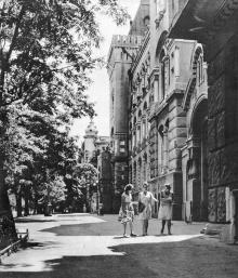 На улице Энгельса. Фотография в фотоальбоме «Одесса», 1965 г.