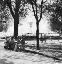 Фонтан в сквере им. Советской Армии. Фотография в фотоочерке «Одесса», 1960 г.