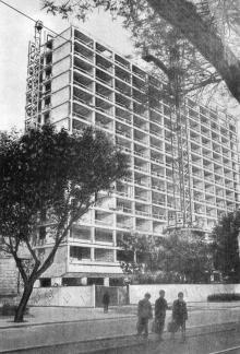 Строящееся здание облисполкома. Фотография в брошюре «Одесса. Достопримечательности», издана в 1971 г., сдана в набор в 1969 г.