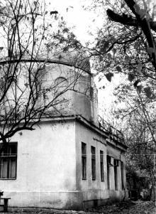 Башня на территории обсерватории, в которой в середине 1930-х гг. обосновалось общество любителей астрономии под руководством специалиста по метеоритам Р.Л. Дрейзина