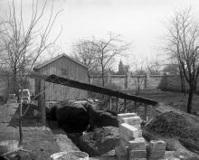 Павильон меркруга. На заднем плане видна башенка дачи Лидерса. Фотография конца 1910-х гг.