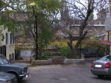 Второй дворик в доме № 19 по ул. Пушкинской. Фото Георгия Зозулевича. Ноябрь, 2004 г.