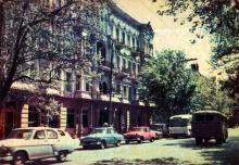 Пушкінська вулиця. Фото А. Підберезського. Поштова листівка з комплекту 1965 р.
