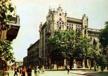 На розі вулиць Ласточкіна і Карла Маркса. Фото А. Підберезського. Поштова листівка з комплекту 1965 р.