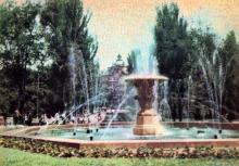 Соборная площадь, фонтан на месте собора