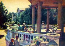 Санаторій «Примор,є». Фото А. Підберезського. Поштова листівка з комплекту 1965 р.
