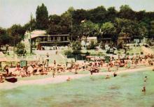 Пляж в Аркадії (на самом деле на снимке Золотой берег). Фото А. Підберезського. Поштова листівка з комплекту 1965 р.