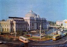 Одесса. Железнодорожный вокзал. Фото И. Кропивницкого. Из набора открыток «Город-герой Одесса». 1978 г.