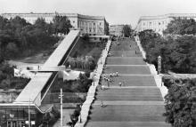 Одесса. Потемкинская лестница. Открытка из комплекта «Одесса — Сплит». 1978 г.