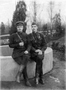 Одесса. 2-я территория санатория им. Дзержинского. Слева Иосиф Игнатьевич Колос. 1940 г.