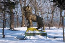 Скульптура льва на территории санатория «Россия». Фото Георгия Зозулевича. Одесса. 24 февраля 2007 г.