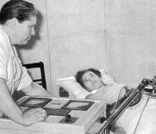 В физиотерапевтическом отделении. Фото в буклете 1975 г. «Куяльник». Сдано в набор в 1974 г.