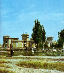 Летний кинотеатр. Фото в буклете 1975 г. «Куяльник». Сдано в набор в 1974 г.
