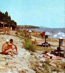 На куяльницком пляже. Фото в буклете 1975 г. «Куяльник». Сдано в набор в 1974 г.