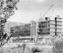 Здесь будет новая поликлиника. Фото в буклете 1975 г. «Куяльник». Сдано в набор в 1974 г.