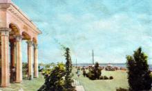 Пассажирский павильон и пляж в Лузановке. Фотография в буклете «Одесский порт». Конец 1950-х гг.