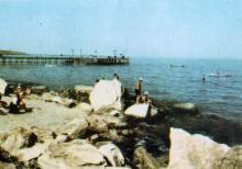 На березі моря. Фото з фотогармошки «Одеса курортна», 1958 р.