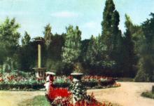 Біля входу в Аркадійський курорт. Фото з фотогармошки «Одеса курортна», 1958 р.