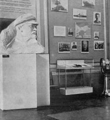 В зале № 4. Фото в путеводителе «Музей морского флота СССР», 1970 г.