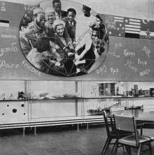 Общий вид зала № 11. Фото в путеводителе «Музей морского флота СССР», 1970 г.