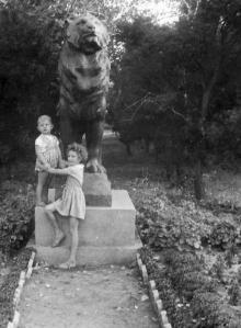 Скульптура льва на территории санатория «Россия», 1970-е гг.