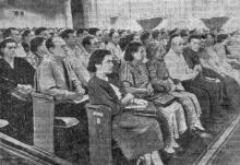 Во Дворце культуры железнодорожников состоялось августовское совещание учителей Одесско-Кишиневской железной дороги. Фото Я. Гледа в газете
