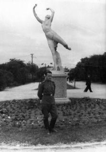 Одесса. Скульптура гимнастки в парке Шевченко. 1950-е гг.