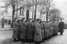 На улице Халтурина, перед музеем «Оборона Одессы», 1950-е гг.