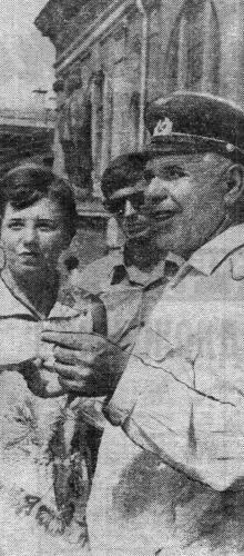 Памятник Ленину на перроне Одесского вокзала. Фото В. Пащука в газете «Черноморский гудок», 15 сентября 1971 г.