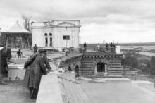 Возле ресторана на Приморском бульваре. Конец октября, 1941 г.
