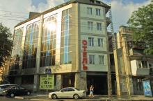 Гостиница «Зирка» на месте бывшего кинотеатра. Фото О. Владимирского. 13 июля 2010 г.