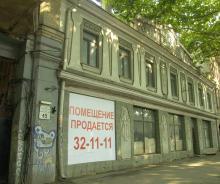 Здание бывшего кинотеатра им. Короленко. Фото О. Владимирского. 13 июля 2010 г.