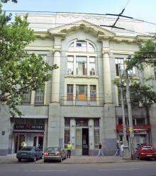 Здание бывшего кинотеатра «Украина». Фото О. Владимирского. 13 июля 2010 г.