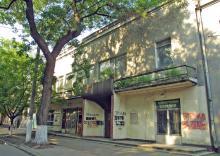 Здание бывшего кинотеатра «Серп и молот». Фото О. Владимирского. 14 июля 2010 г.
