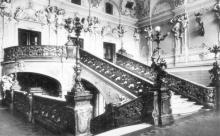 Одесса. Театр оперы и балета. Лестница второго яруса. Фото из набора фотографий «Одесский театр оперы и балета»