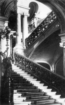 Одесса. Театр оперы и балета. Парадная лестница б-этажа. Фото из набора фотографий «Одесский театр оперы и балета»