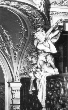 Одесса. Театр оперы и балета. Лепная фигура. Фото из набора фотографий «Одесский театр оперы и балета»