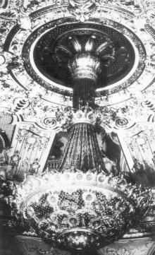 Одесса. Театр оперы и балета. Люстра зрительного зала. Фото из набора фотографий «Одесский театр оперы и балета»