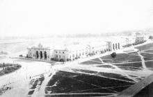 Илл. 1. Вход на вокзал со стороны Старосенной площади