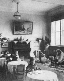 Комната матери и ребенка. Фотографы М. Рыжак, А. Подберезский. Фото в буклете «Одесский вокзал». 1957 г.