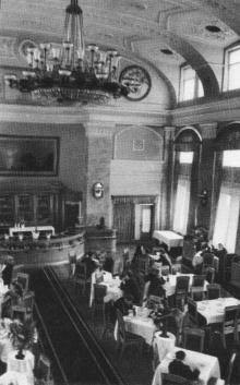 Ресторан вокзала. Фотографы М. Рыжак, А. Подберезский. Фото в буклете «Одесский вокзал». 1957 г.