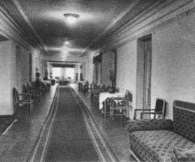 Гостиница вокзала, фото из буклета, фотографы М. Рыжак, А. Подберезский, 1957 г.