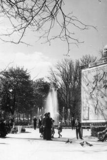 В городском саду. 1959 г.