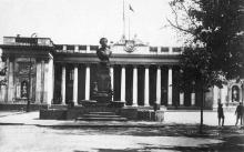 Одесса, дом ОПК и памят. Пушкину. Почтовая карточка. 1933 г.