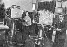 В телецентре электротехнического института связи имени А.С. Попова. Фото М.Б. Рыбака в фотоочерке «Одесса студенческая». 1975 г.