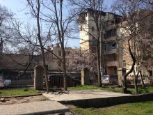 Территория Лермонтовского санатория, у забора. Фото Е. Волокина. 05 апреля 2016 г.