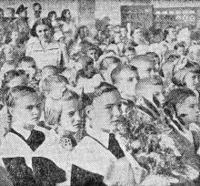 В новой Одесской средней школе № 4. Фото В. Колосова в газете «Знамя коммунизма» от 2 сентября 1955 г.