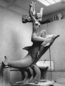 Модель скульптуры «Муза на дельфине» в мастерской автора, скульптора А.В. Князика