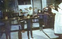 В кабинете ЛФК. Фото И.С. Карпа в проспекте «Республиканский детский клинический санаторий им. Октябрьской революции», 1983 г.