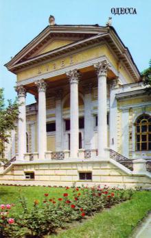 Археологический музей. Открытка из комплекта «Одесса», 1981 г.